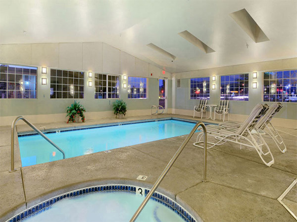 La quinta inn las vegas hotels las vegas direct for Indoor swimming pools in las vegas