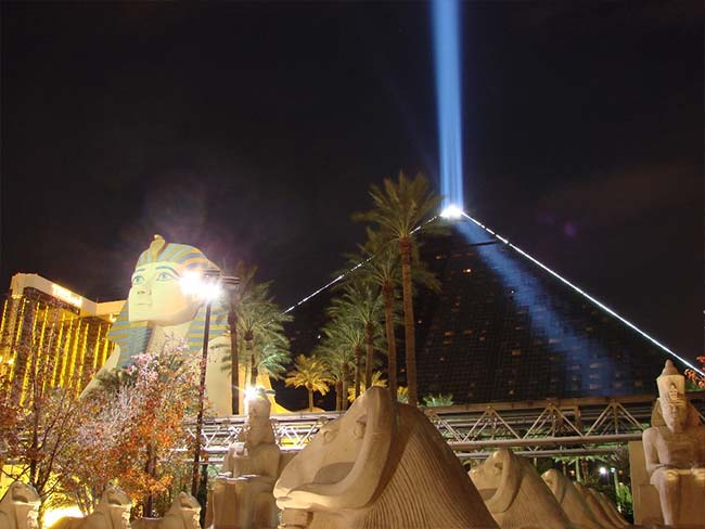 Luxor Hotel And Casino Las Vegas Hotels Las Vegas Direct