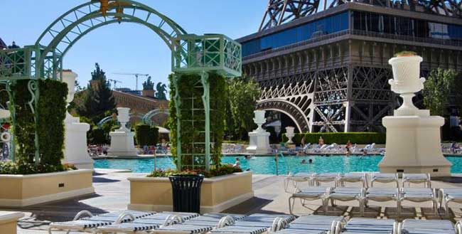 Paris hotel and casino las vegas hotels las vegas direct for Paris hotel pool